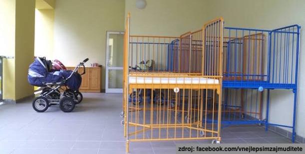 Pěstounských rodin je dostatek a kojenecké ústavy se i přesto nadále plní.