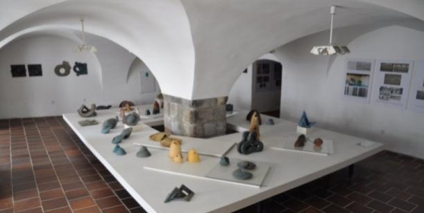 Petice za zachování pobočky AJG a keramických sbírek v Bechyni