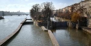 Proti výstavbě dalšího plavebního koridoru u Janáčkova nábřeží