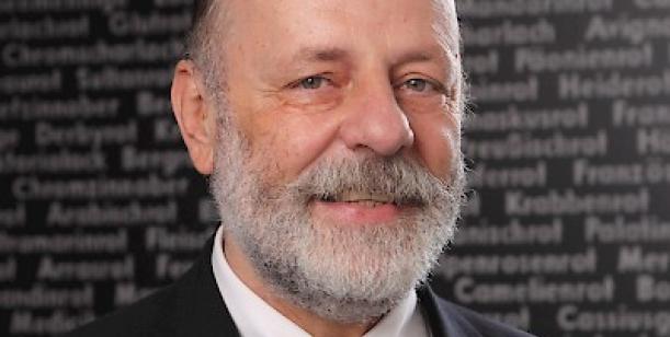 Návrh na nominování prof. Petra Charváta na cenu Arnošta z Pardubic