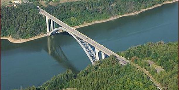 Petice za rekonstrukci Žďákovského mostu