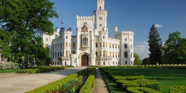 Zamčená spodní zahrada zámku Hluboká nad Vltavou