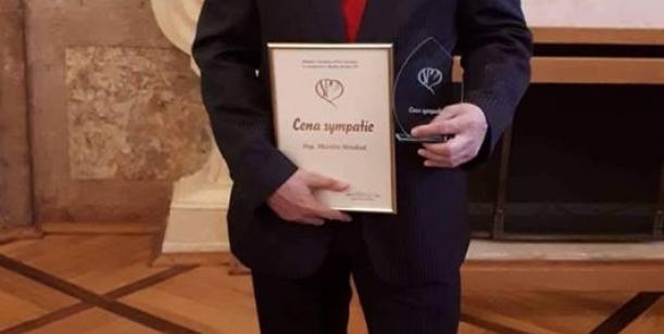 Nesouhlas s odvoláním ředitele MSSS v Mostě p.o., Ing. Martina Strakoše, s žádostí o ponechání