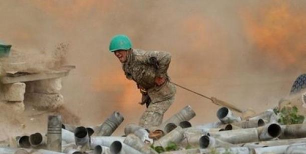 Za podporu Náhorního Karabachu a proti postupu Ázerbájdžánu a Turecka zde