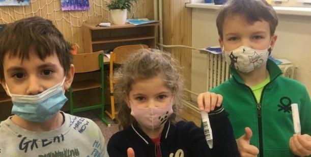 Petice za neprodlenou změnu metody plošného testování dětí a zaměstnanců ve školách