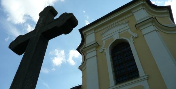 Petice proti vracení majetku církvím