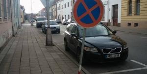 Petice proti odklonu dopravy v ulici Nerudova, Všehrdova a problematice s parkováním
