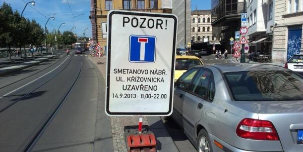 Petice proti uzavření Smetanova nábřeží vPraze