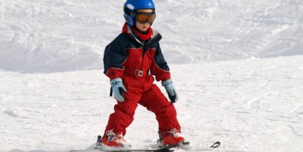 Petice za povinné nošení přileb pro děti na sjezdovkách