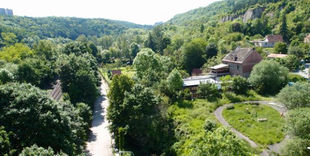 """""""PLÁCEK (JEŠTĚ) ŽIJE!"""" Petice za zachování zeleného plácku v Prokopském údolí pro veřejnost"""