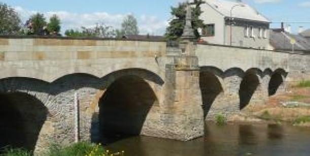 Petice za zrušení laviček u Svatojánského mostu v Litovli